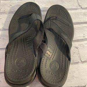 Crocs capri flip flops